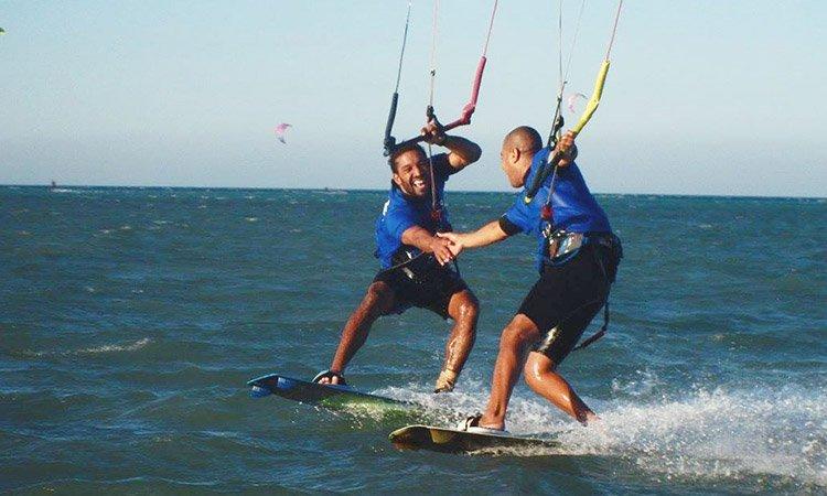 saludar en kitesurf
