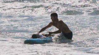 rescate con tabla de surf