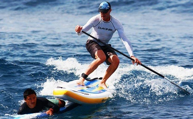 accidente paddle con tabla de surf