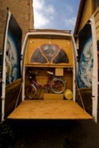 Bicicleta dentro de furgoneta
