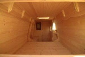 Furgoneta forrado el interior de madera