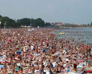 Alomeración en las playas de gente