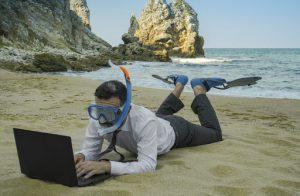 trabajar desde la arena de la playa