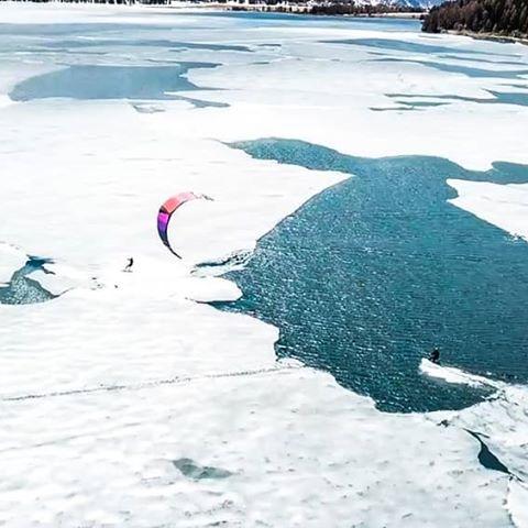 Kitesurf en lago casi congelado